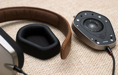 Ezek a fül nélküli fejhallgatók kínzásként néznek ki a jövőből
