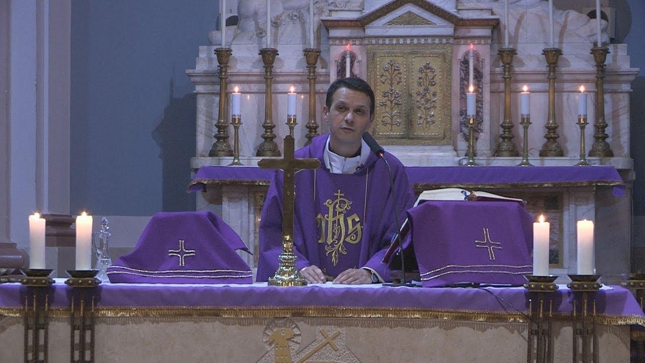 a féreg kijött a papok közül)